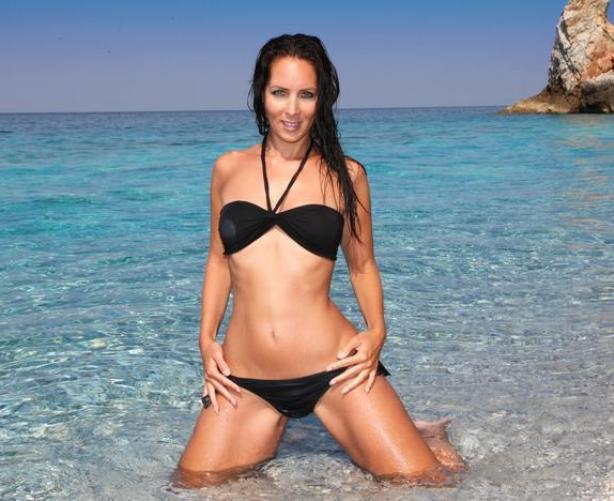scharfes-sexcam-girl-im-knappen-bikini